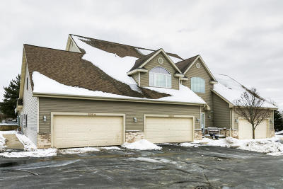 Pewaukee Condo/Townhouse Active Contingent With Offer: 1030 Quinlan Dr #A