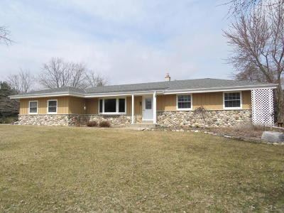 Waukesha Single Family Home Active Contingent With Offer: W316s3734 Bennett Ct