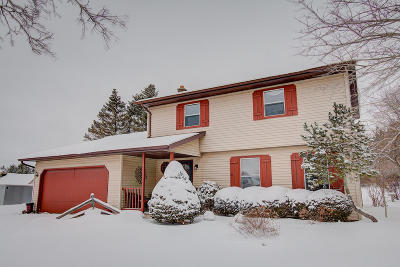 Waukesha Single Family Home For Sale: W285s3780 Sandpiper Branch