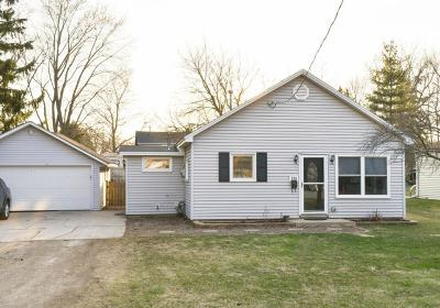 Oconomowoc Single Family Home For Sale: 730 Westover St
