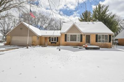 Waukesha County Single Family Home For Sale: 1743 S Craftsman Dr