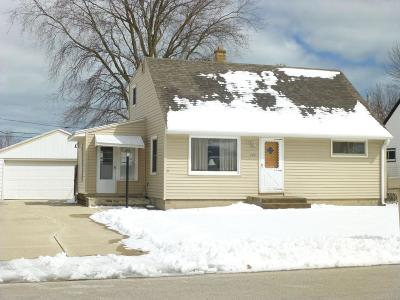 South Milwaukee Single Family Home For Sale: 624 Lakeview Ave