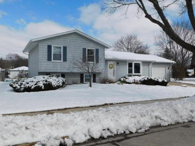 Waukesha WI Single Family Home For Sale: $228,500