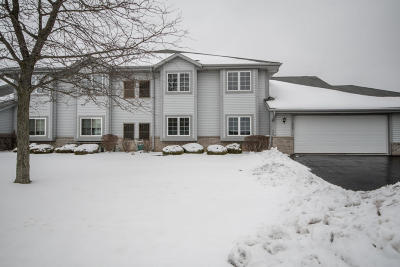 Pewaukee Condo/Townhouse Active Contingent With Offer: 1043 Quinlan Dr #D