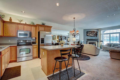Pewaukee Condo/Townhouse Active Contingent With Offer: N16w26563 Bluegrass Ln #D