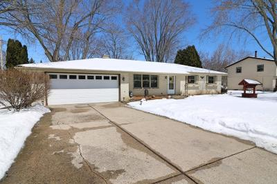 Muskego Single Family Home For Sale: S68w12988 Camilla Dr