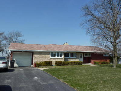Pewaukee Single Family Home For Sale: 343 Tower Ct