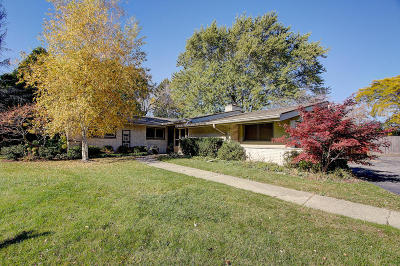 Milwaukee County Single Family Home For Sale: 6879 N Lake Dr