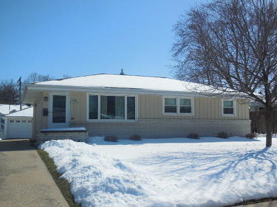 Menomonee Falls Single Family Home Active Contingent With Offer: N89w15789 Cleveland Ave