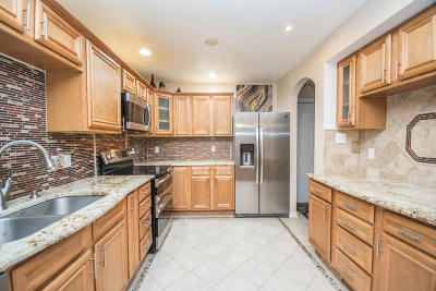Greenfield Condo/Townhouse For Sale: 4893 S Waterview Ct