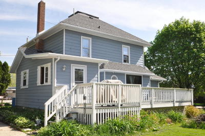 Mukwonago Single Family Home Active Contingent With Offer: 101 Field St