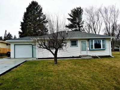 Waukesha Single Family Home Active Contingent With Offer: 1008 Hawthorn Dr