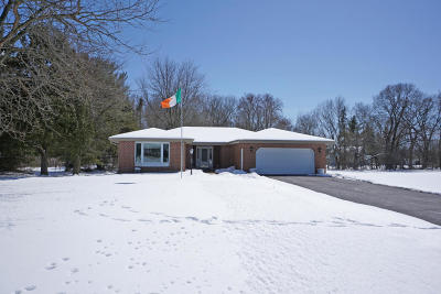 Oconomowoc Single Family Home Active Contingent With Offer: N56w35287 Appletree Ct