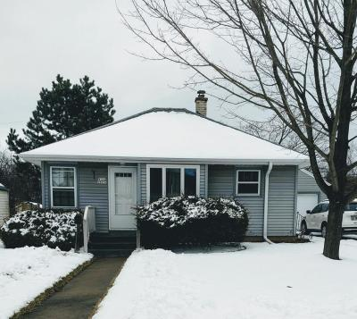 Menomonee Falls Single Family Home Active Contingent With Offer: W164n8434 Hiawatha Ave
