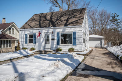 Waukesha Single Family Home For Sale: 1128 Lindbergh Ave