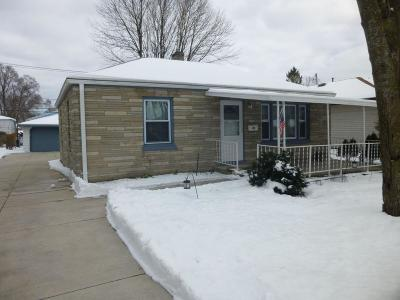 West Allis Single Family Home For Sale: 1118 S 118th St