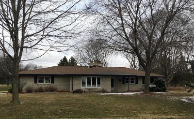 Waukesha County Single Family Home For Sale: 19500 W Vista Dr