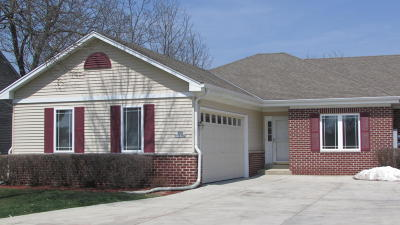 Muskego Condo/Townhouse For Sale: S86w19182 Woods Rd #1