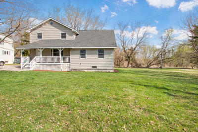 Williams Bay Single Family Home For Sale: 114 Wittig Ct