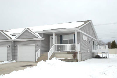 Waukesha Single Family Home Active Contingent With Offer: 1238 Lombardi Way