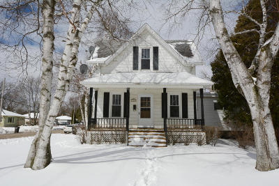 Oconomowoc Single Family Home Active Contingent With Offer: 740 Silver Lake St