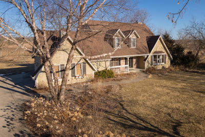 Waukesha County Single Family Home For Sale: W289n6672 Richter Rd