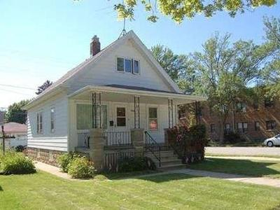 Milwaukee County Single Family Home For Sale: 5245 S Lake Dr