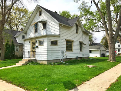 Oconomowoc Single Family Home Active Contingent With Offer: 402 Third St