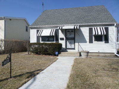 Milwaukee County Single Family Home For Sale: 4425 N 65th St