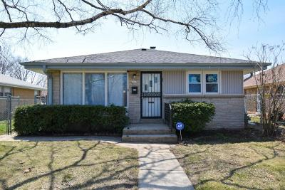 Milwaukee County Single Family Home For Sale: 6045 W Lincoln Creek Dr