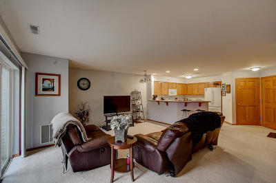 Hartland Condo/Townhouse Active Contingent With Offer: 520 Windstone Dr #103