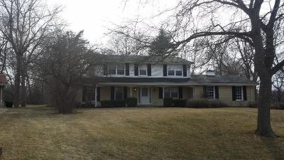 Milwaukee County Single Family Home For Sale: 815 E Buttles Place