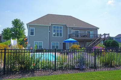 Oconomowoc Single Family Home Active Contingent With Offer: 1280 Mamerow Ln E
