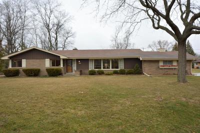 Hales Corners Single Family Home For Sale: 12030 Parkview Lane