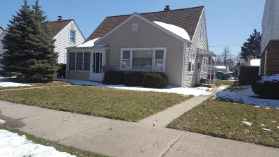 Milwaukee County Single Family Home For Sale: 2115 W Tripoli