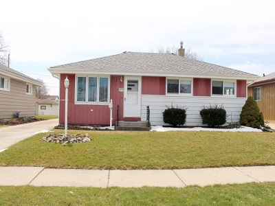 Milwaukee County Single Family Home For Sale: 1513 W Holmes Ave