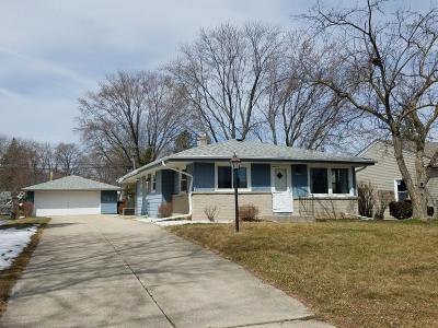 Milwaukee County Single Family Home For Sale: 4631 N 101st St
