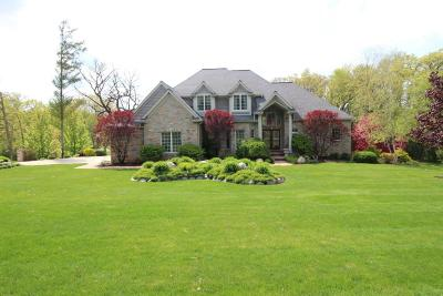 Lake Geneva Single Family Home For Sale: 2910 Bridle Ct