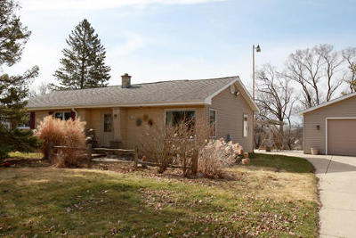 Muskego Single Family Home For Sale: S69 W19043 Lembezeder Dr