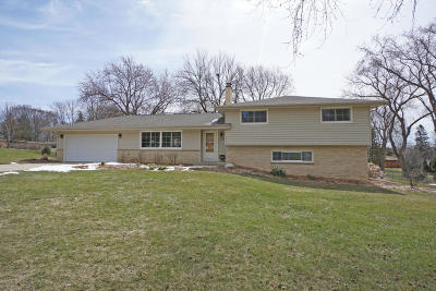 Brookfield Single Family Home For Sale: 3320 Mountain Dr