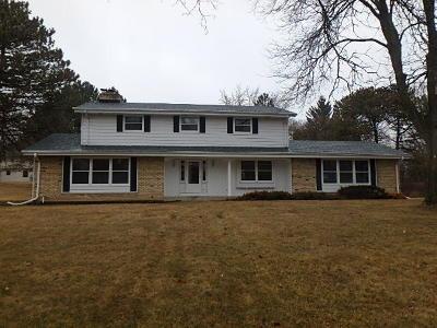 Brookfield Single Family Home For Sale: 17510 Sierra Ln