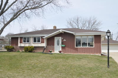 Menomonee Falls Single Family Home Active Contingent With Offer: N86w14812 Rozanne Dr