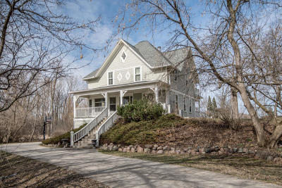 Oconomowoc Single Family Home For Sale: W378n5940 Valley Rd