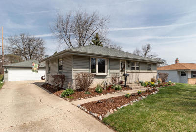 Menomonee Falls Single Family Home Active Contingent With Offer: N85w14608 Manchester Dr