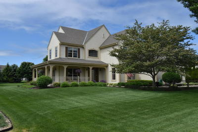 Hartland Single Family Home For Sale: 909 River Reserve Dr