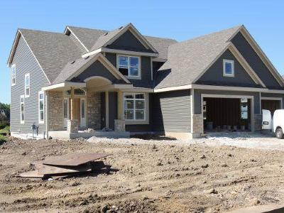 Muskego Single Family Home Active Contingent With Offer: S79w16651 Green Ct