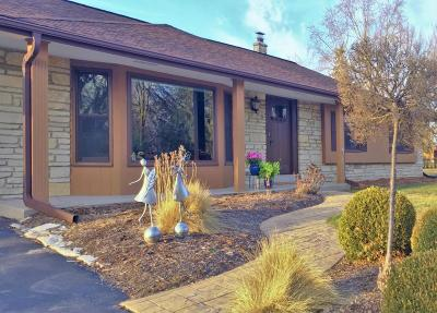 Brown Deer WI Single Family Home Active Contingent With Offer: $224,900