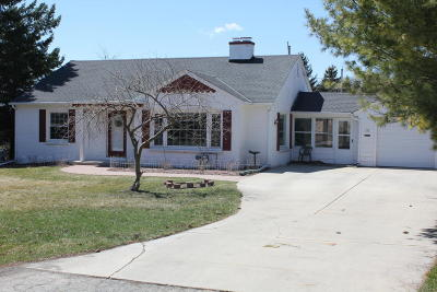 Thiensville Single Family Home Active Contingent With Offer: 215 Park Crest Dr