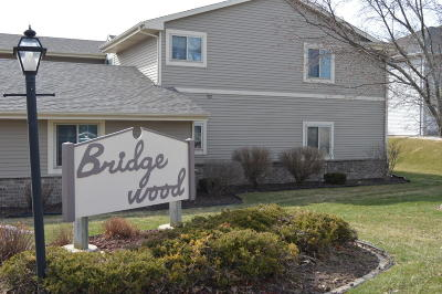 West Bend Condo/Townhouse For Sale: 715 Shepherds Dr #4