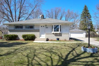 Milwaukee Single Family Home For Sale: 3260 W Birchwood Ave
